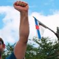 O escritor brasileiro envia umha efusiva vídeo-saudaçom. Nela é possível vê-lo, também, com umha bandeira galega.
